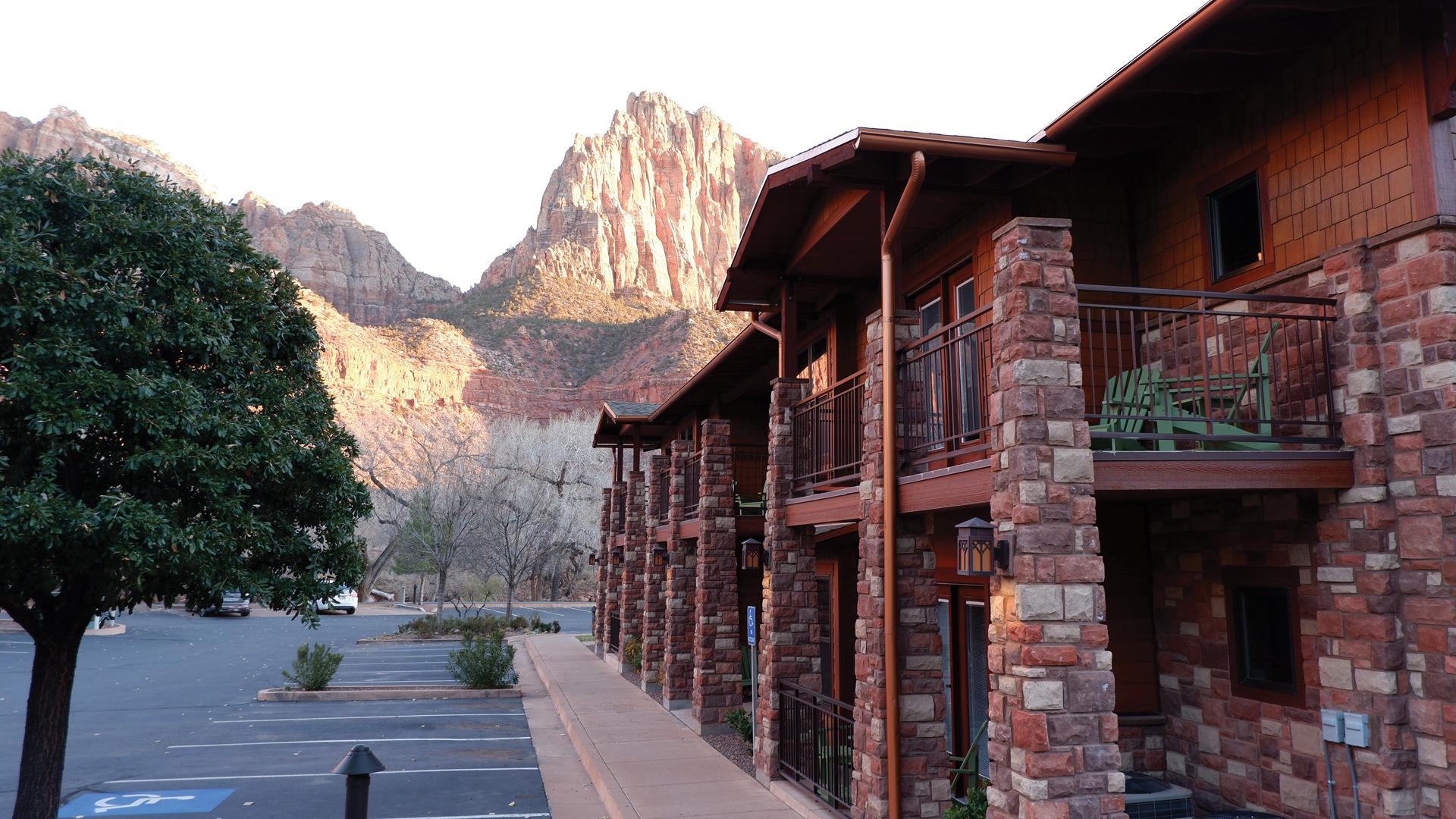 Winter river hiking in Zion National Park: Cable Mountain Lodge in Springdale, Utah
