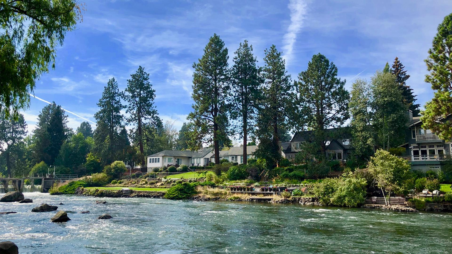 What to do in Central Oregon | view of the Deschutes River