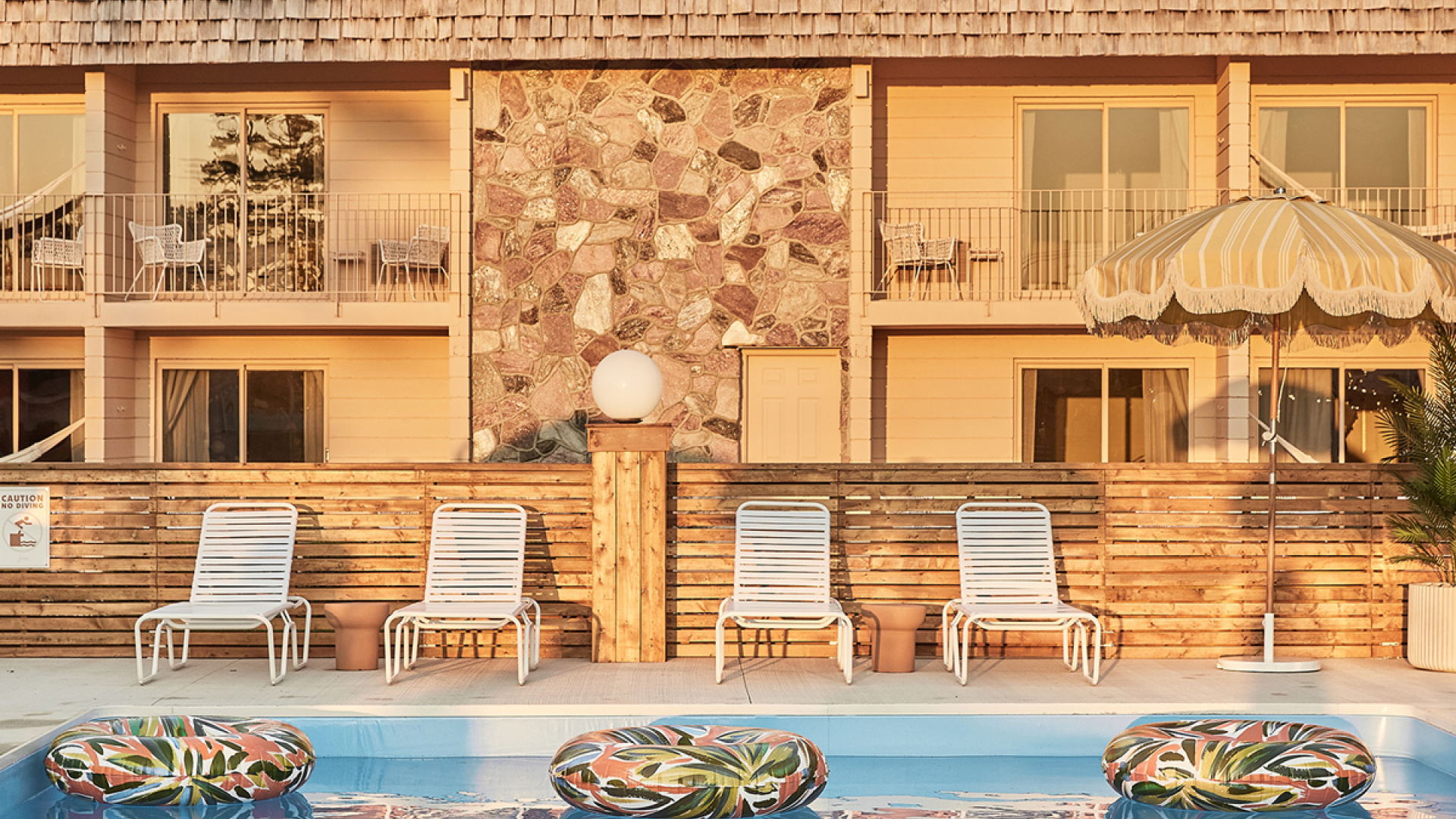The June Motel and Heydays Restaurant, Sauble Beach | Outdoor pool