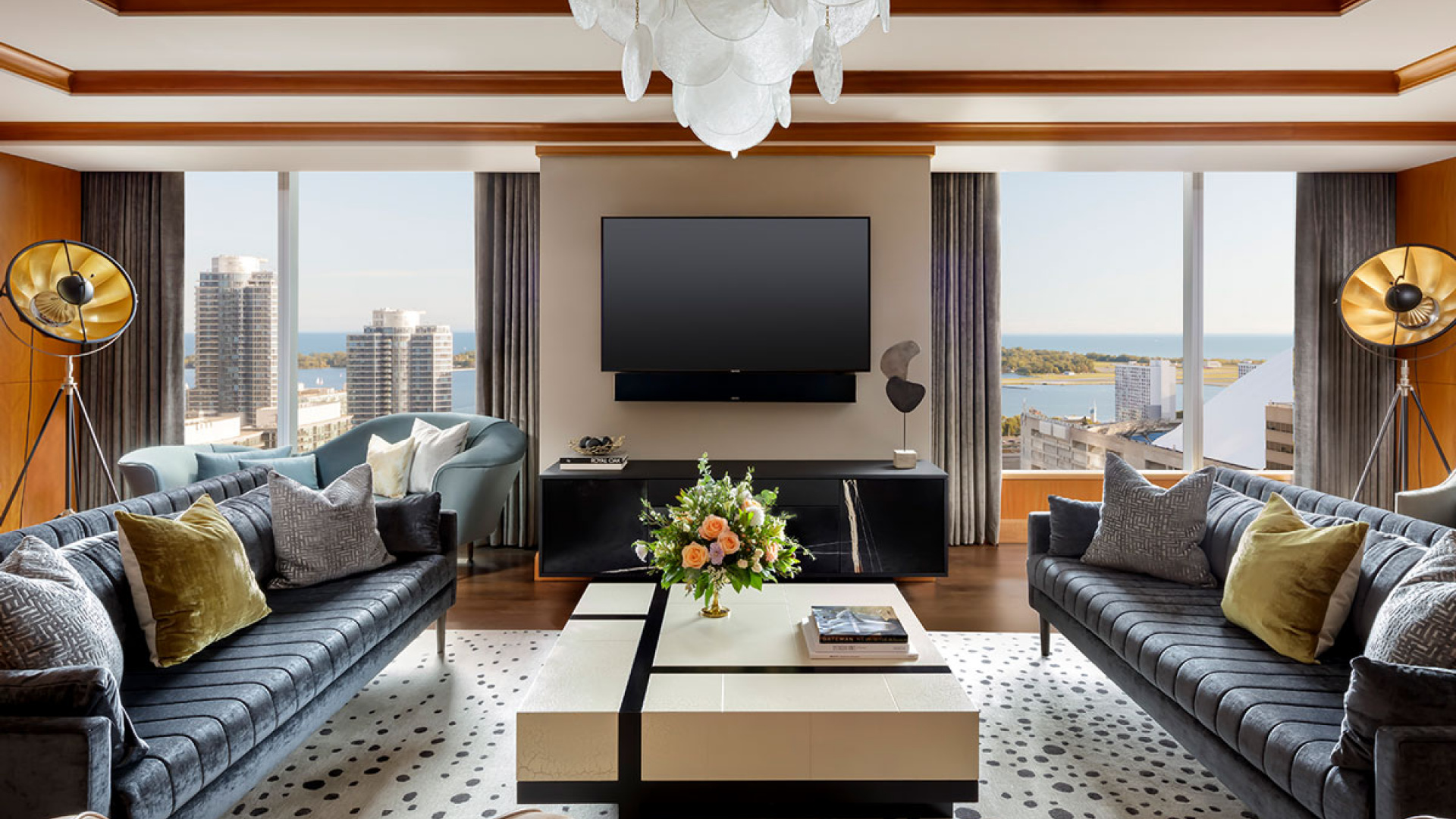 The Ritz-Carlton Hotel Toronto | Living room of suite overlooking the lake