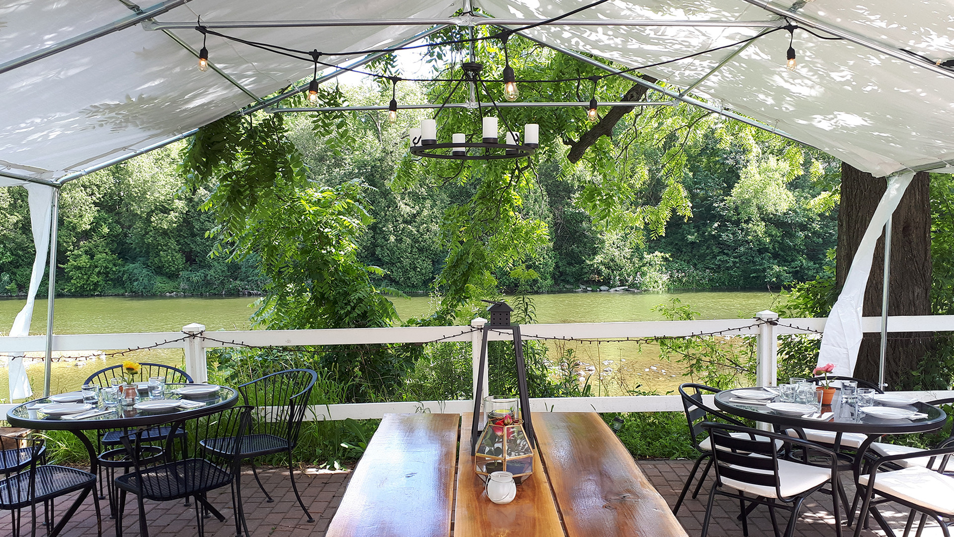 Best road trip worthy restaurants near Toronto | La Fontana in Elora, Ontario