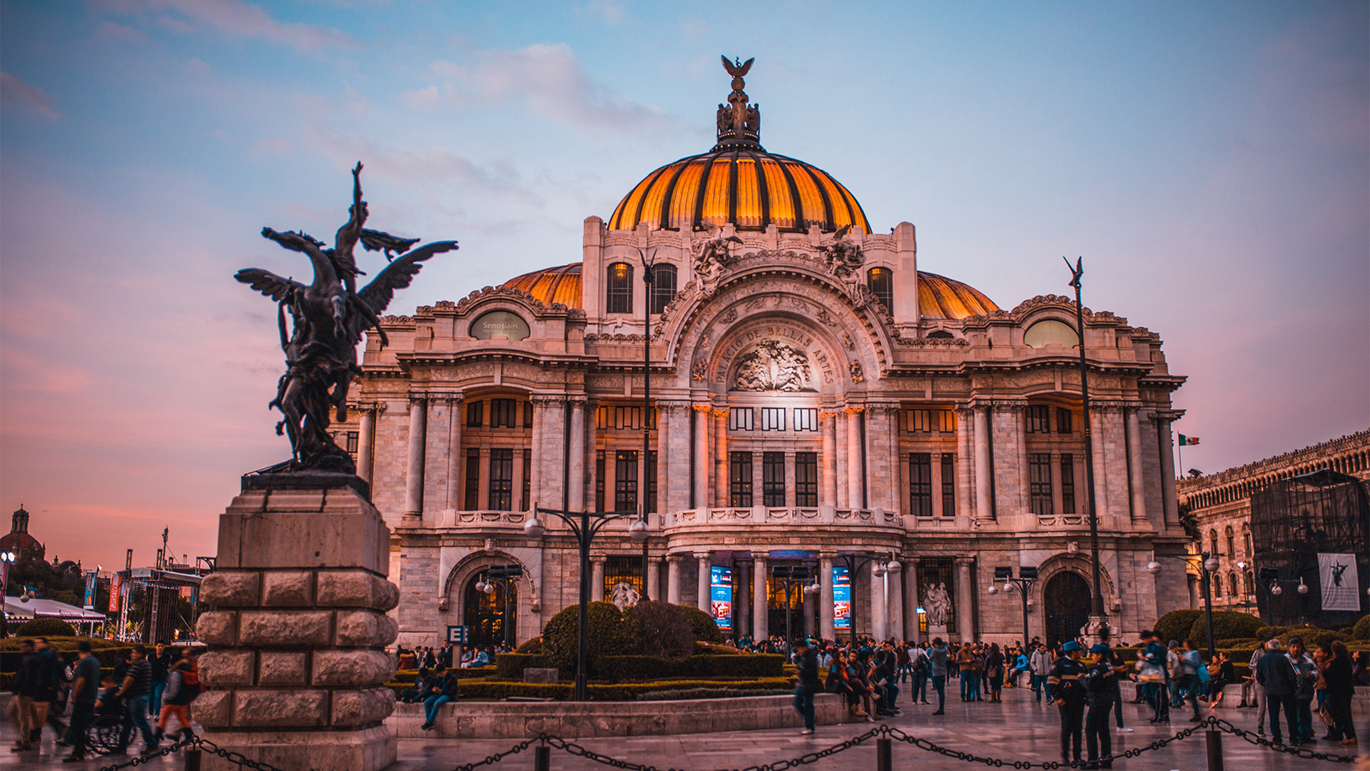 best things to do in Mexico City on any budget | Palacio de Bellas Artes