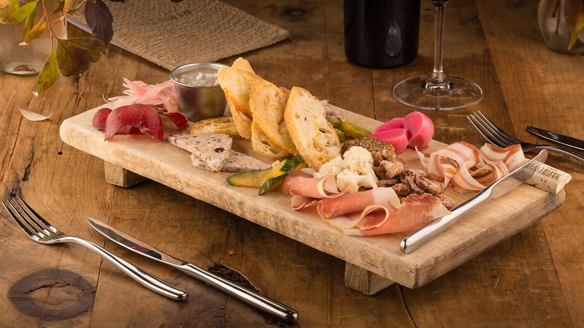 The best wineries in Niagara-on-the-Lake | Charcuterie tasting at Ravine Vineyard Estate Winery