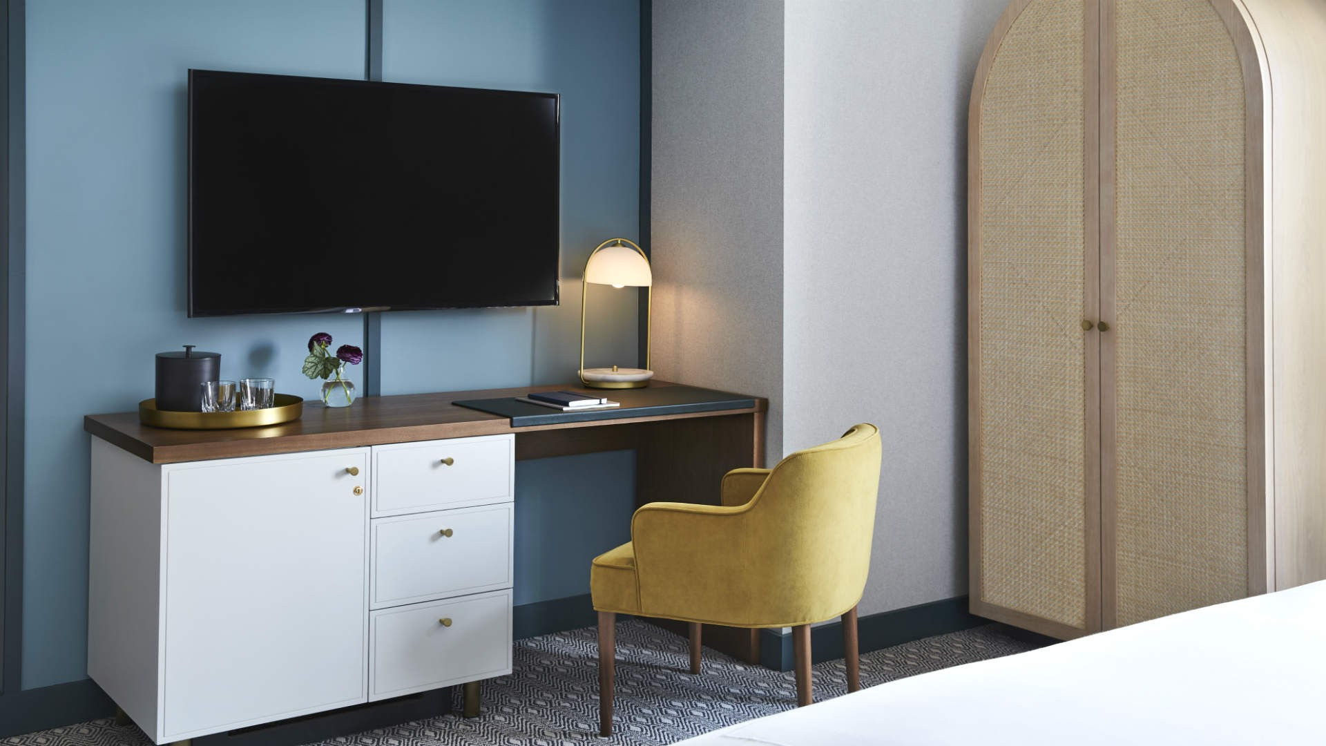 Best hotels Toronto staycation | working space in the Kimpton Saint George suite