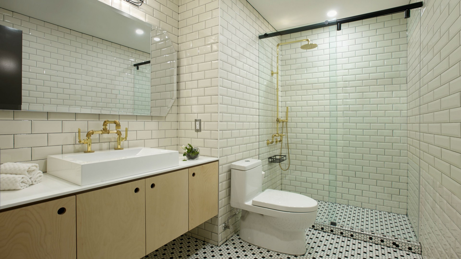 Best hotels Toronto staycation | The Anndore House ensuite bathroom