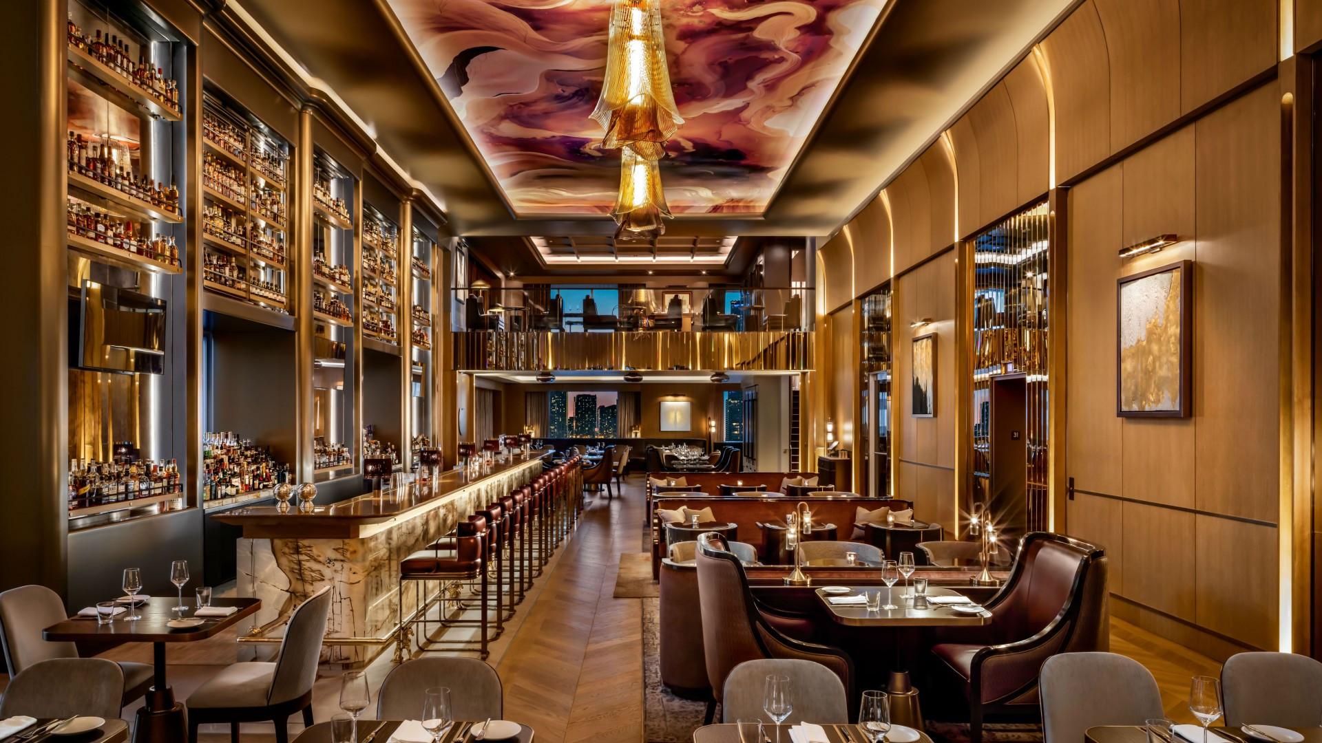 Best hotels Toronto staycation | The St. Regis Hotel lobby bar and restaurant