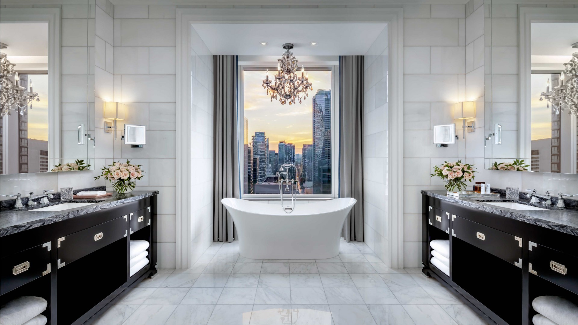 Best hotels Toronto staycation | The St. Regis Hotel ensuite bathroom