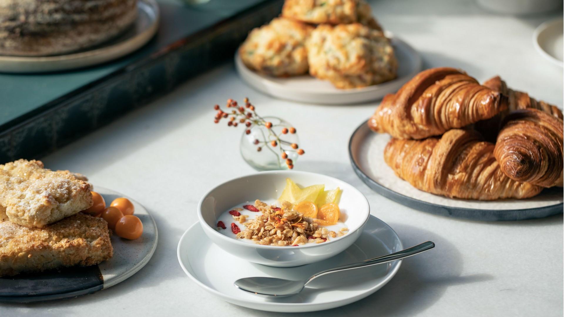 Best hotels Toronto staycation | The Annex Hotel breakfast