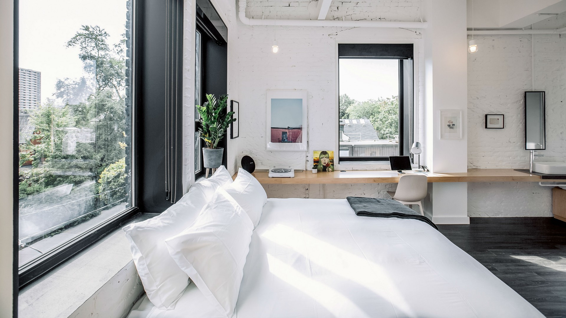 Best hotels Toronto staycation | The Annex Hotel one bedroom suite