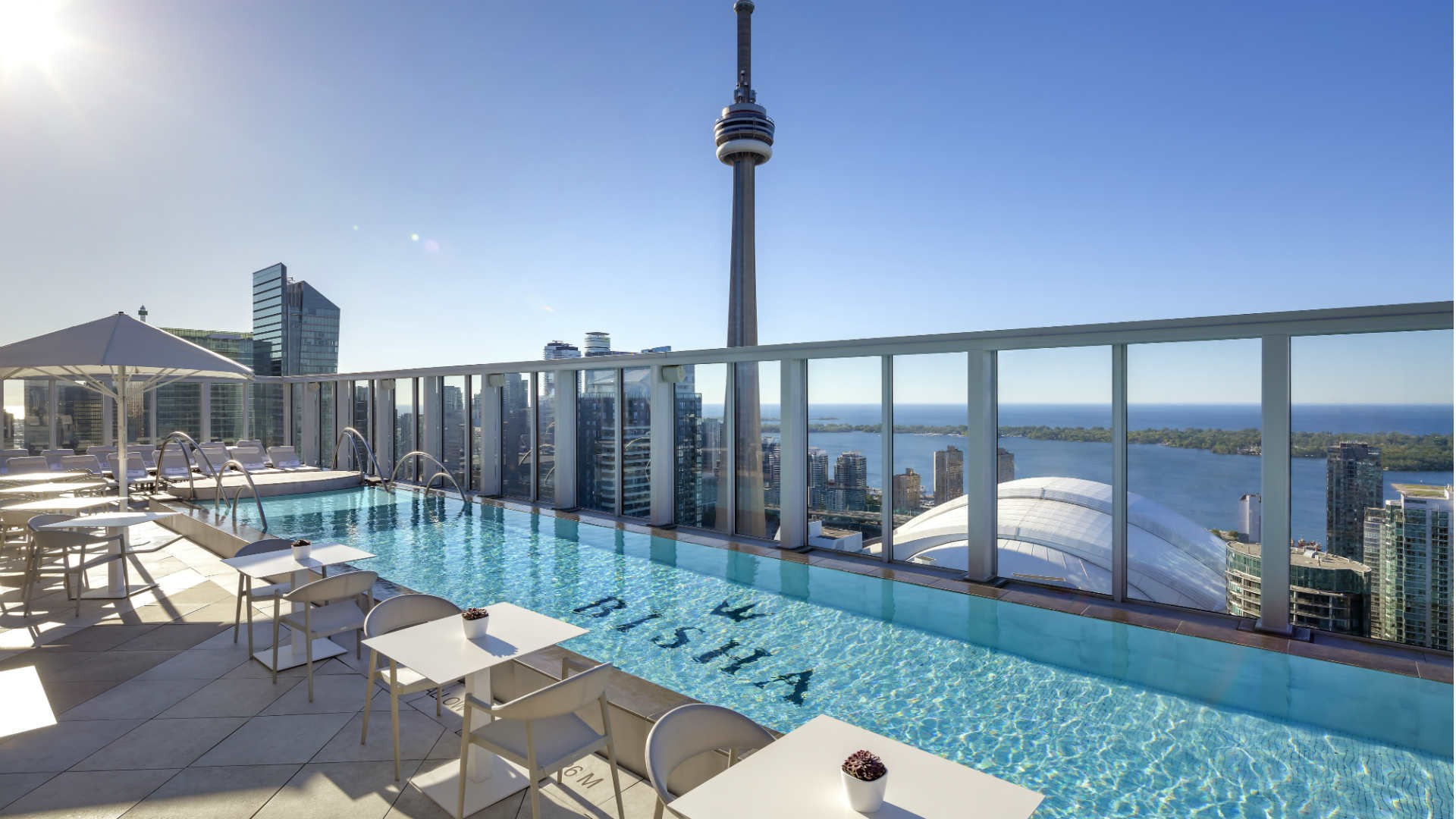 Best hotels Toronto staycation | The Bisha Hotel rooftop pool