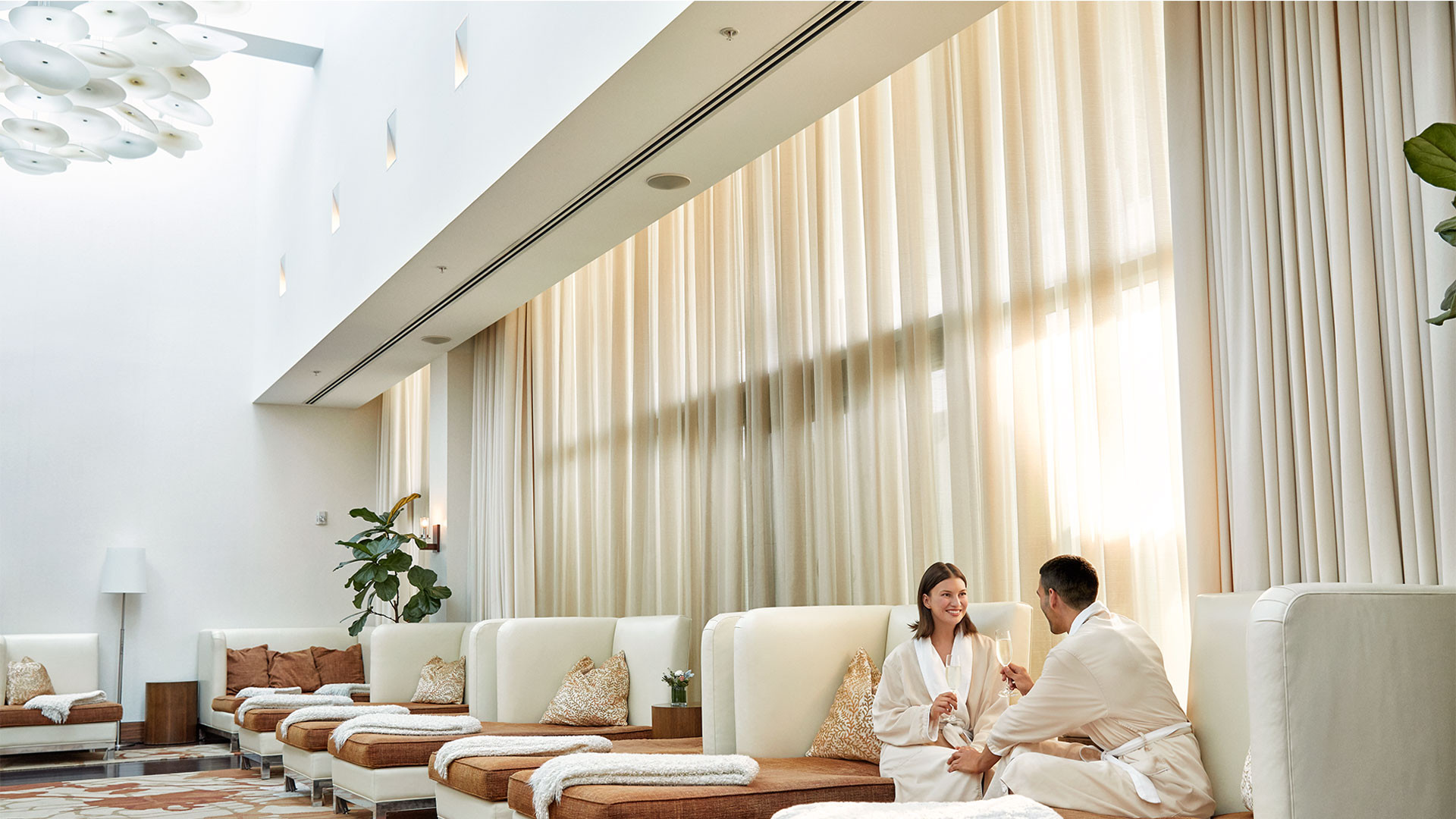 The Ritz-Carlton Toronto | Spa My Blend by Clarins sanctuary and relaxation lounges