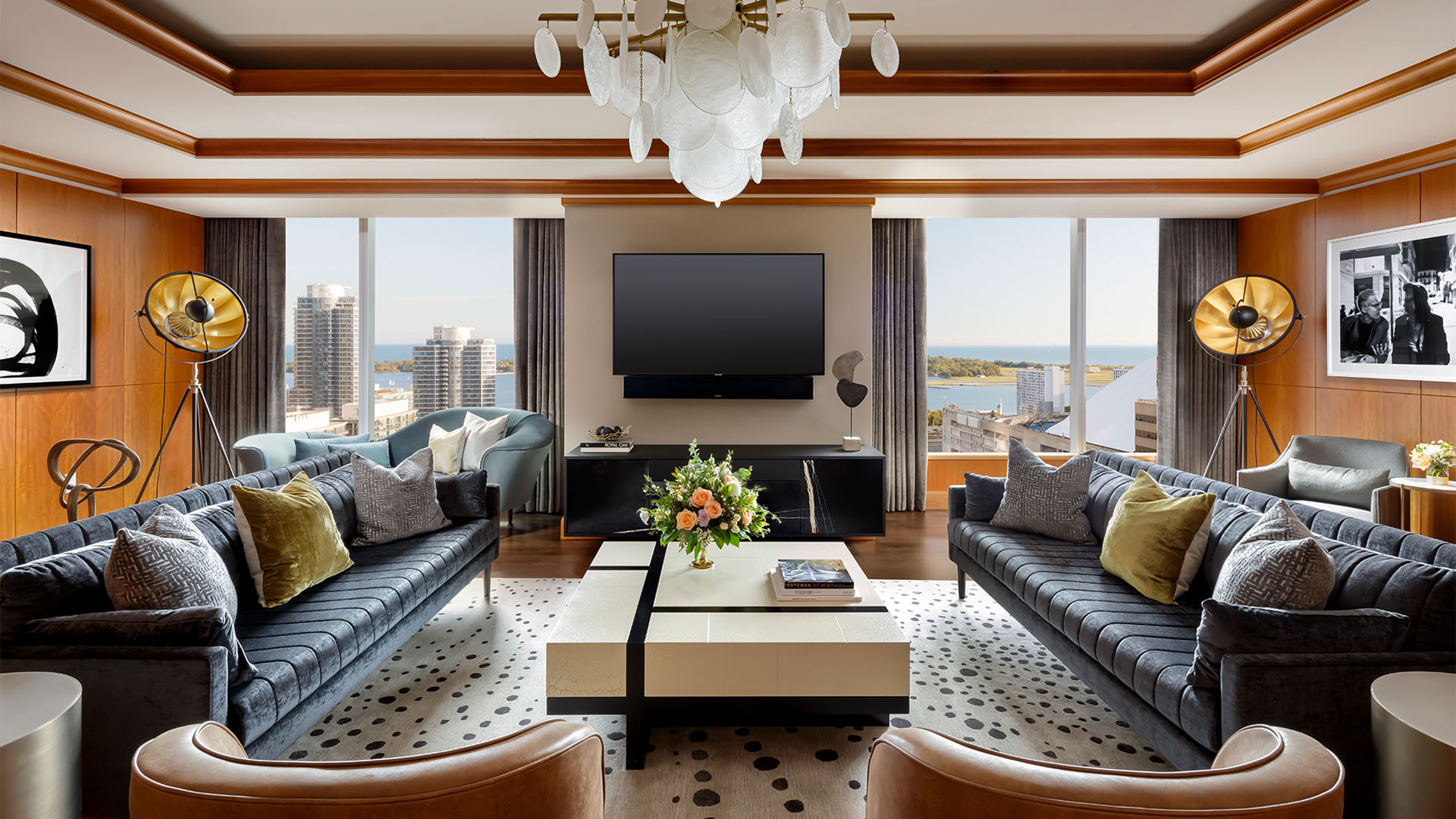 The Ritz-Carlton Hotel Toronto | Living room suite overlooking the lake