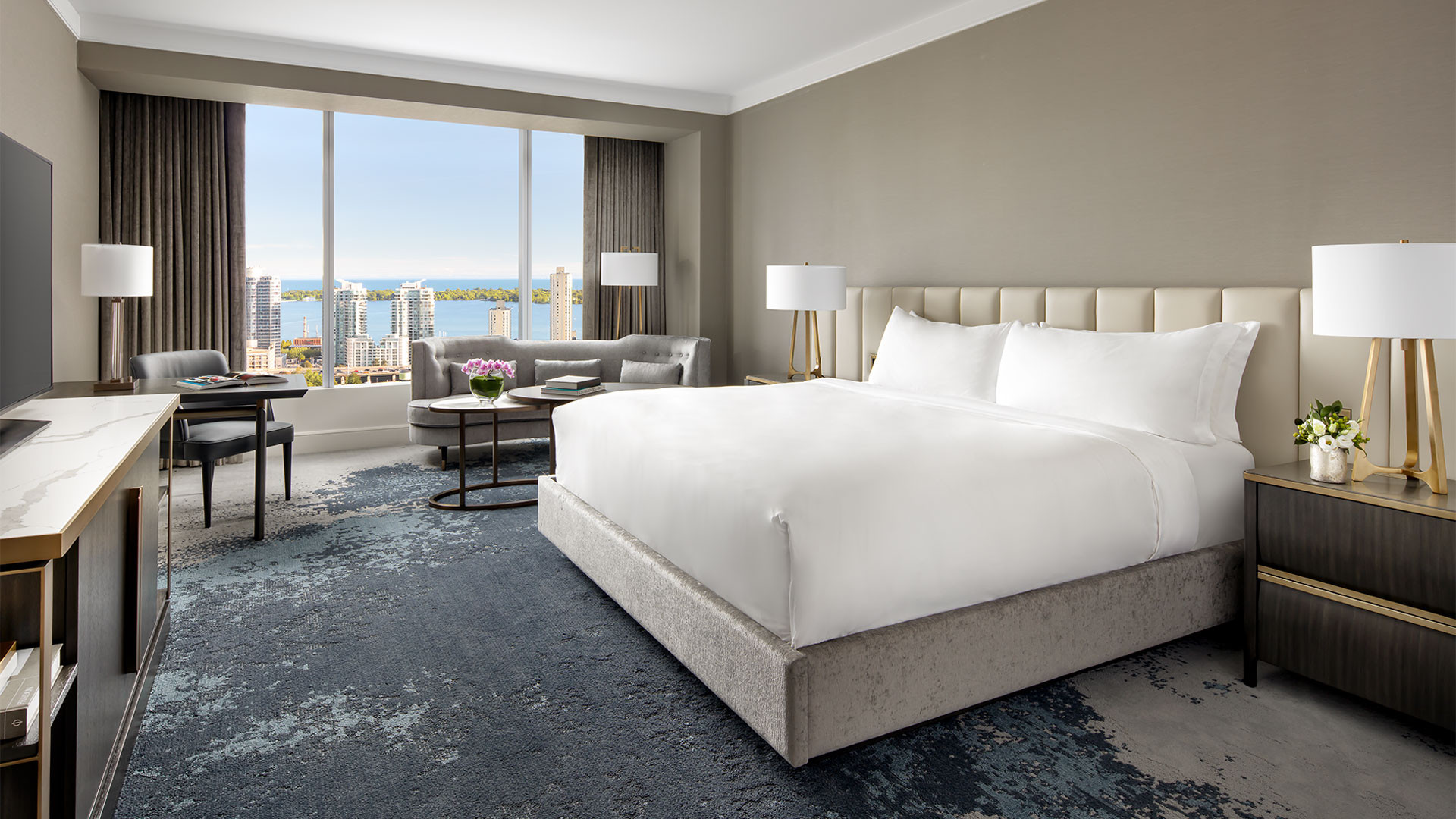 The Ritz-Carlton Hotel Toronto | Bedroom suite overlooking the lake