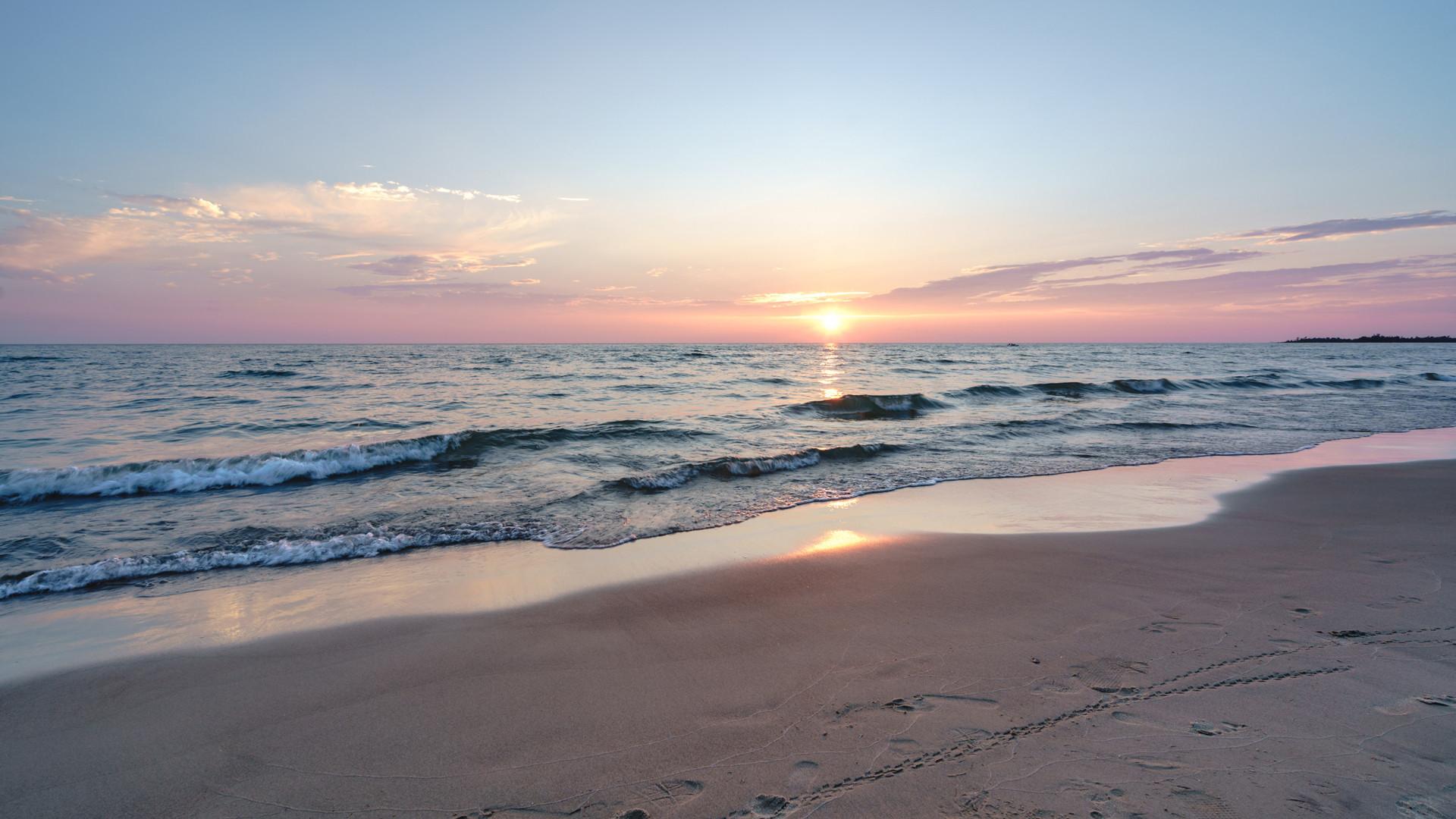 Breathtaking Ontario beaches | A sunset over Sauble Beach