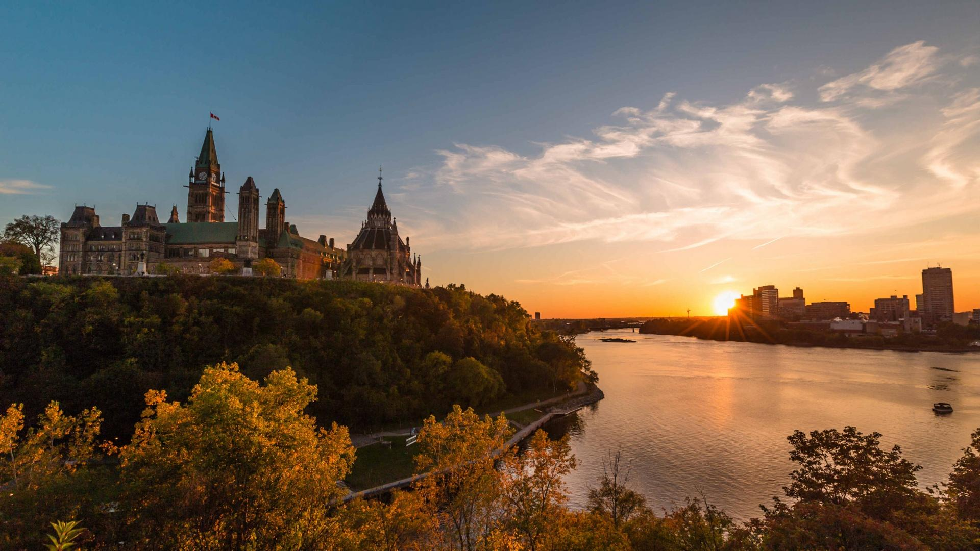 The best things to eat and do in Ottawa | View of Parliament Hill at sunset