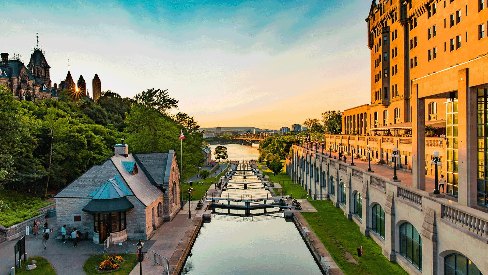 The best places in Ontario | Sunset on the locks in Ottawa