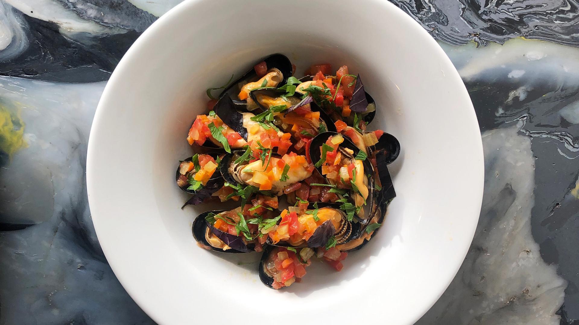 The Kent Coast, U.K.   Fresh mussels at Dory's in Margate