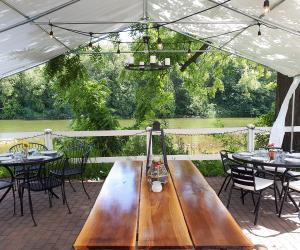 Best road trip worthy restaurants near Toronto | A table outside La Fontana in Elora, Ontario