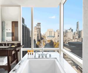 Shangri-La Hotel Toronto   Bathtub overlooking the city